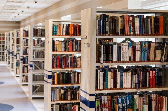 Kirjastojen palveluissa rajoituksia joulukuun aikana